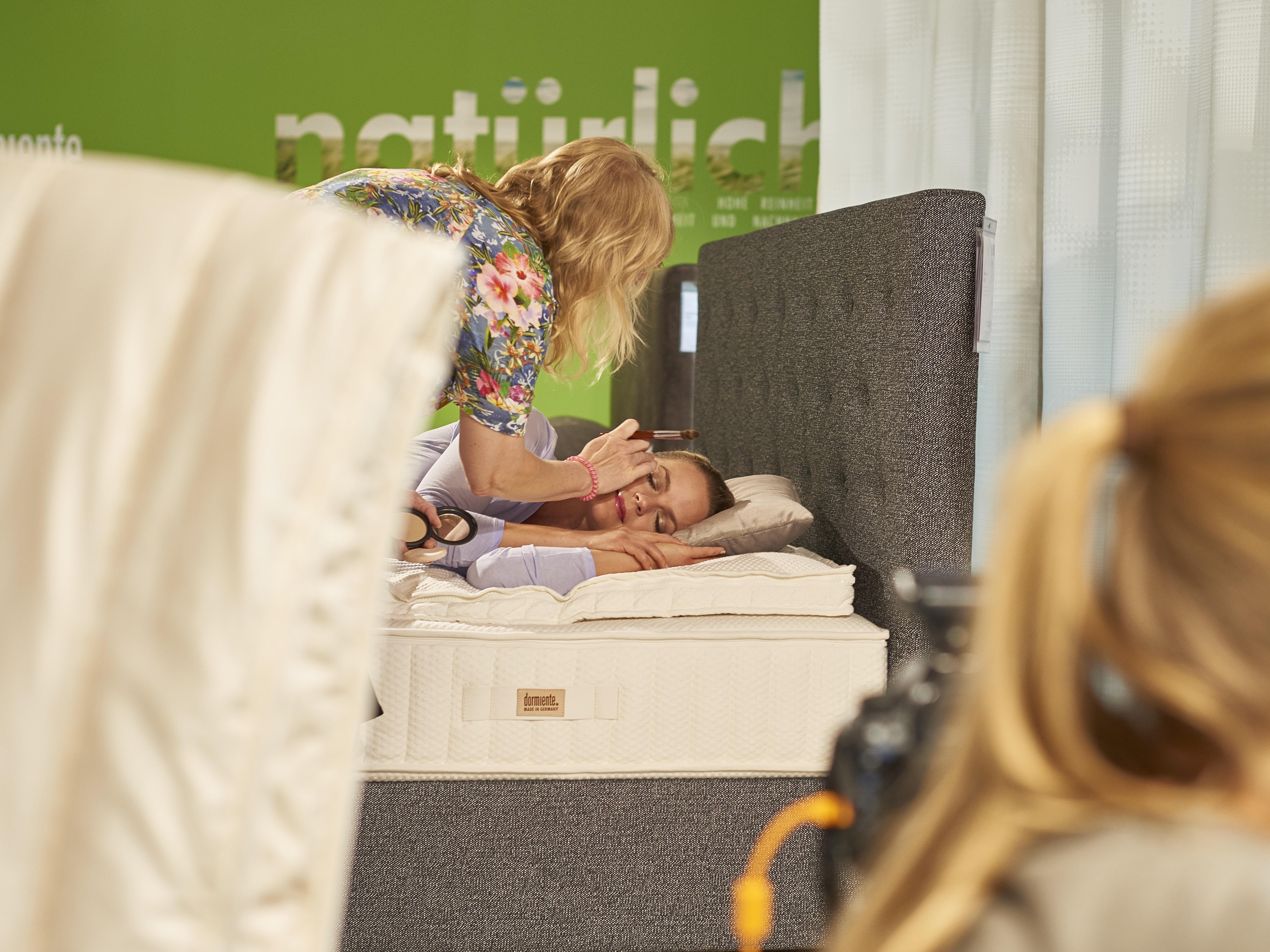 68398361ab8544 Möbel Hesse mit Eva Brenner (Zuhause im Glück) › Janine Koehler Make-up  Artist Hannover